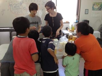 アイスクリーム、綿菓子、ゲームなど、 子どもたちが楽しんでくれました。