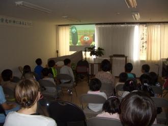ベジテールのビデオ。子供たちが画面に集中していたのに驚き。