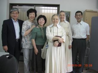 マリア福音姉妹会のオリビヤさん、スミルナさんとともに