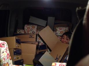 車内が靴箱でいっぱいです!